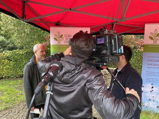 Foto: Petra Schweim - Axel Jahn im Interview mit RTL Nord