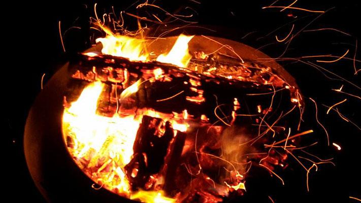 Petra Hinze Frauenwissen und Schamanismus: Feuer