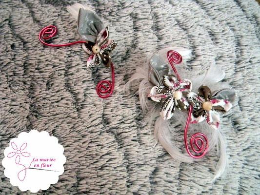 Collection Annabelle. Barrette et boutonnière en fleurs originales en tissu et plumes. Tons roses et gris