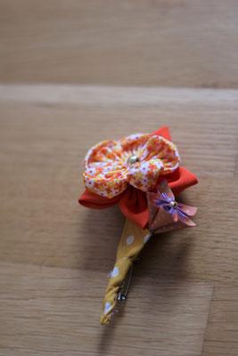 Boutonnière marié en fleur en tissu et origami jaune orange et doré
