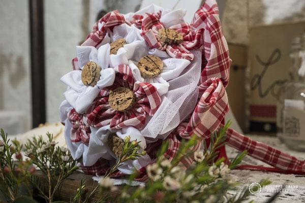 Mariage Guinguette shooting d'inspiration. Crédit photo: Philippe Calvo. Bouquet et accessoires intemporels par La mariée en fleur