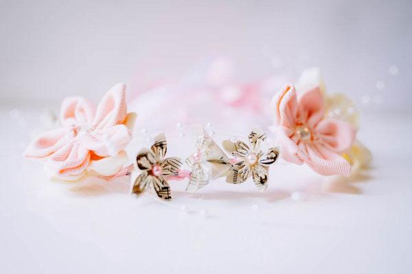 Couronne de fleurs éternelles en tissu et origami romantique rose poudré et ivoire par La mariée en fleur