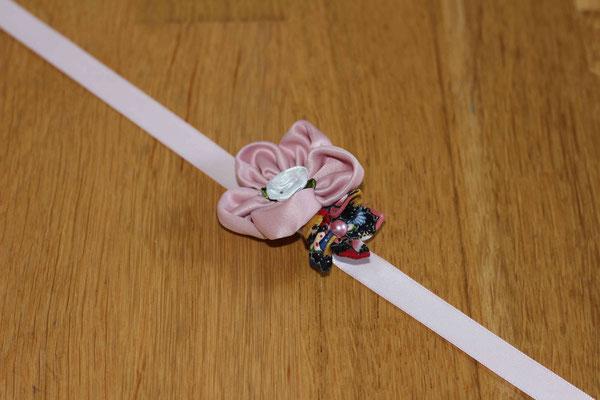 Bracelet mariée par La mariée en fleur: satin rose poudré et coton fleuri multicolore