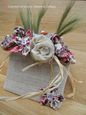 Bouquet de mariée original en fleurs éternelles de tissu et papier. Forme sac à main, thème rustique champêtre