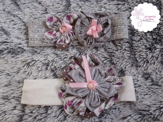 Collection Annabelle. Bandeau bébé petite fille en fleurs originales en tissu. Tons roses et gris