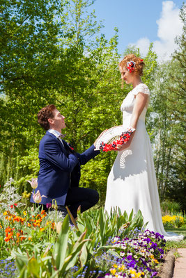 Shooting mariage Reine de coeur-Toulouse-Laure-Sophie Photographie-La mariée en fleur. Eventail floral et bijou de tête