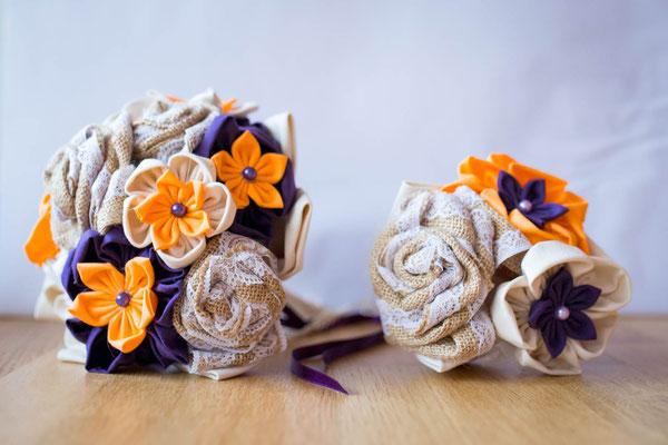 Bouquet de mariée et mini bouquet à jeter. Bouquets originaux et intemporels en tissu et toile de jute aux notes orange et violet. Mariage champêtre rustique