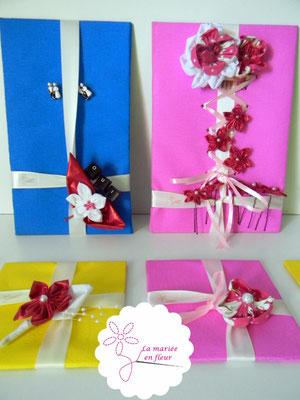 Collection Delphine. Accessoires assortis des mariés et témoins. Fleurs en tissus et papiers dans les tons framboise