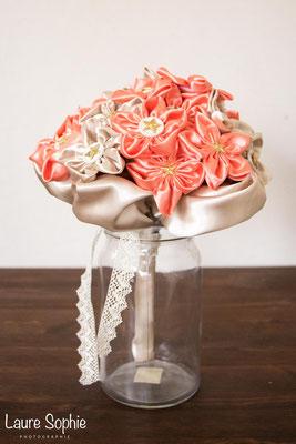 Bouquet de mariée en fleurs en tissu de satin doré et saumon