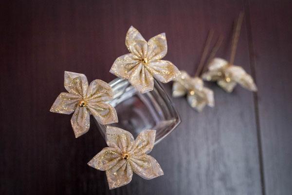 Epingles à chignon pour la coiffure de la mariée, fleurs en tissu Or par La mariée en fleur