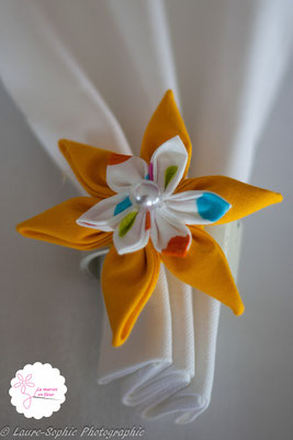 Rond de serviette mariage fleur en tissu jaune
