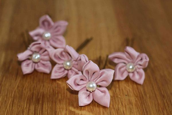 Lot de 5 épingles à chignon en fleurs en tissu, satin rose poudré par La mariée en fleur par sublimer votre coiffure de mariée