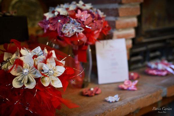 Mariage thème japon avec origami et fleurs en tissus, rouge, blanc et rose. Décoration et accessoires originaux et éternels par La mariée en fleur
