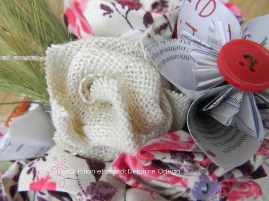 Détail bouquet de mariée original en fleurs éternelles de tissu et papier. Rose en toile de jute, fleurs en tissu et bouton, origami