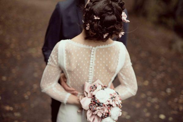 Annaïck et Benoît, mariés en fleur 2018 à Clermont Ferrand. Bouquet et accessoires de mariage originaux. Crédit photo Arty Photos