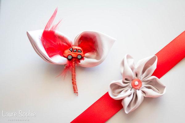 Collection Marion. Boutonnière du marié et témoins et bracelets des témoins originaux en fleurs en tissu gris argenté avec une touche de rouge. Par La mariée en fleur