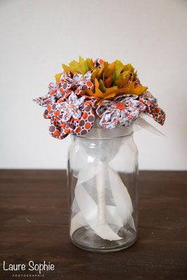 Bouquet de mariée automnal en fleur en tissu et en feuilles d'arbre