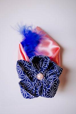 Boutonnière cortège fleur en tissu par La mariée en fleur, rose et bleu saphir