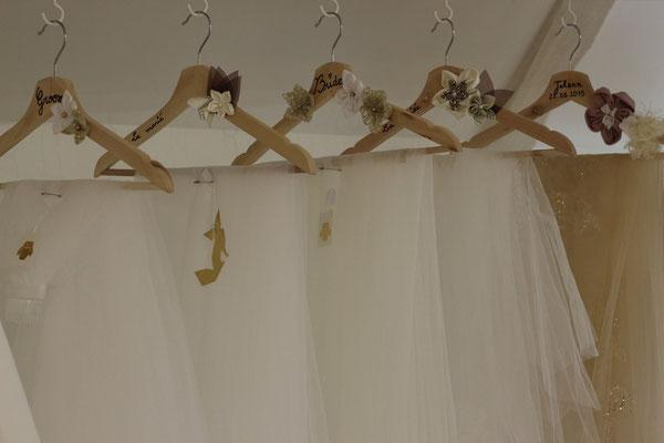 1805_Le clos des mariés, showroom mariage près de Pau. Retrouvez les créations sur mesure de La mariée en fleur, bouquets et accessoires de mariage en fleurs en tissus et papiers