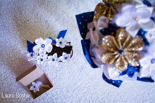Collection de mariage Justine : bouquet intemporel, épingles à chignon, bracelet et boutonnière. Fleurs en tissus bleu nuit, ivoire et doré