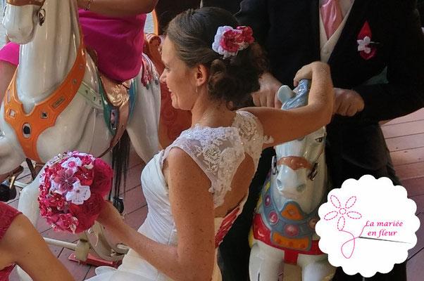Delphine et Johann mariés en fleur à Toulouse le 22 août 2015. Bouquet de mariée original, accessoires de cheveux, boutonnières et bracelets témoins La mariée en fleur. Bouquet en papier et tissu (fleurs origami et kanzashi)