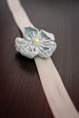 Bracelet demoiselle d'honneur fleur en tissu vert menthe La mariée en fleur