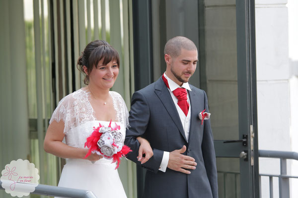 Heureux mariés en fleur du 1er octobre 2016 à Toulouse. Bouquet  de mariée original et boutonnière marié La mariée en fleur