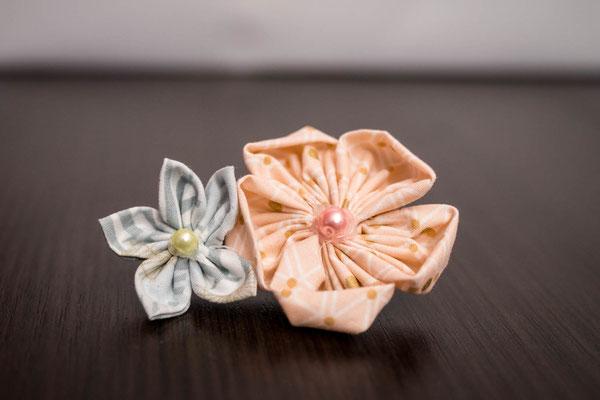 Barrette petite fille fleurs en tissu vert menthe et rose poudré, cortège mariage La mariée en fleur