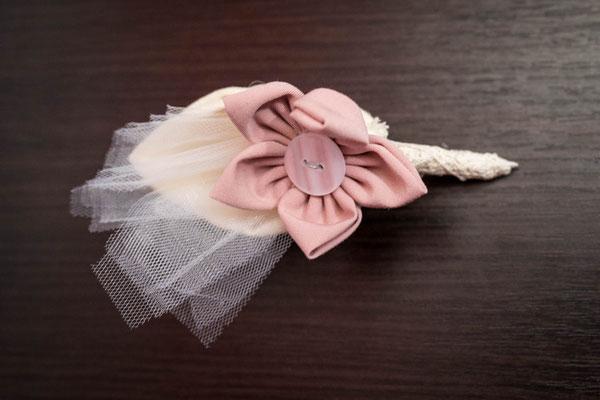 Boutonnière marié en tissu Shabby chic, élégance et raffinement