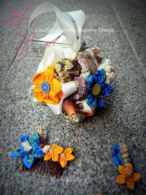Bouquet, peigne et boutonnière de mariage assortis. Accessoires originaux et éternels en fleurs en tissu et coquillages. Thème Mer pour un mariage à la plage
