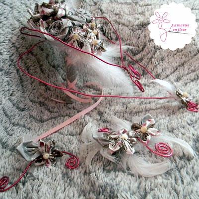 Collection Annabelle. Bouquet coeur cascade, barrette et boutonnière en fleurs originales en tissu et plumes. Tons roses et gris