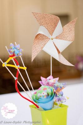 Composition florale originale en origami pour décorer église mariage DIY moulins à vent