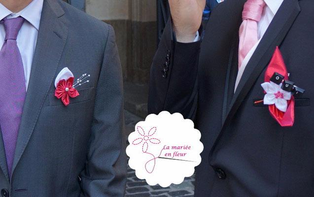 Boutonnières marié et témoins originales et assorties en fleurs en tissus framboise