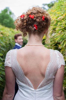 Shooting mariage Reine de coeur-Toulouse-Laure-Sophie Photographie-La mariée en fleur. Epingles à chignon