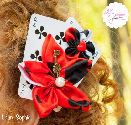 Bijou de tête mariée original en cartes à jouer et fleurs en tissu_Mariage de la Reine de Coeur par La mariée en fleur. Photo Laure Sophie Photographie