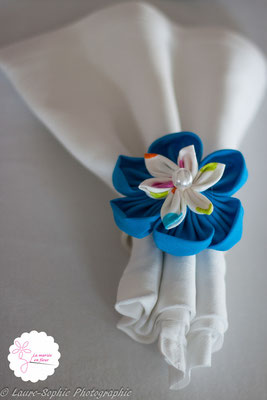 Rond de serviette mariage fleur en tissu bleu