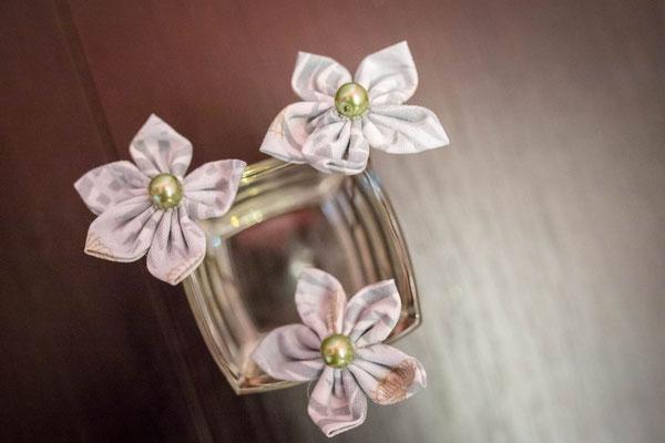 Epingles à chignon, coiffure de mariée. Fleurs en tissu vert menthe La mariée en fleur