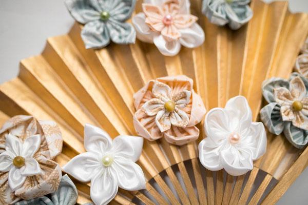 Eventail floral or, menthe et rose poudré La mariée en fleur. Bouquet de marié original et intemporel