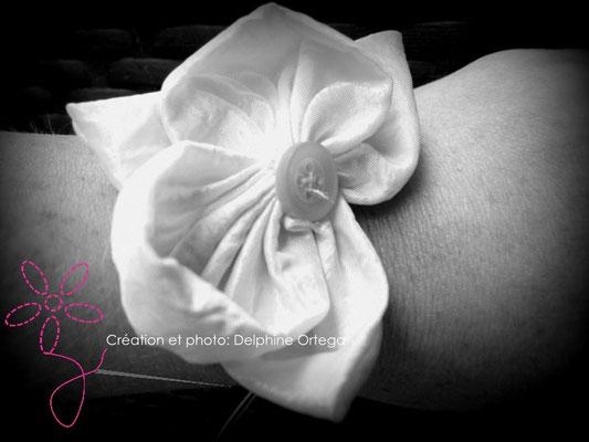 Bracelet de mariée ou demoiselle d'honneur original et éternel, orchidées en tissu. Bouquet cascade moderne, thème asiatique zen