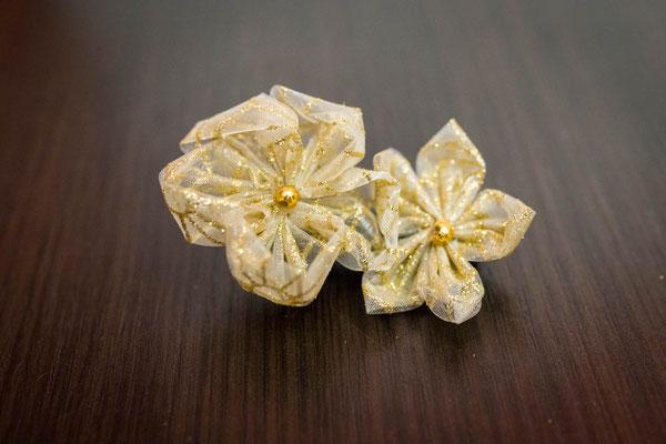 Barrette fleur en tissu or pour demoiselle d'honneur par La mariée en fleur