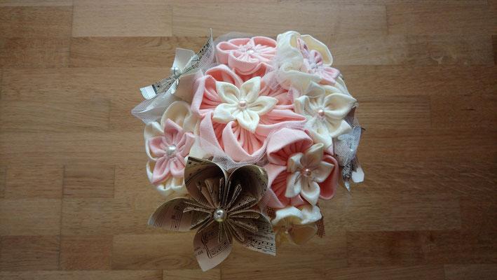 en fleurs éternelles en tissu et origami romantique rustique rose poudré et ivoire par La mariée en fleur