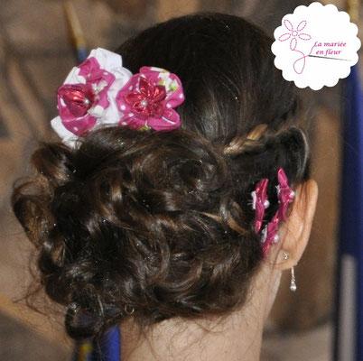 Collection Delphine. Peigne pour la chevelure de la mariée. Fleurs en tissu framboise