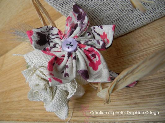 Bouquet de mariée original en fleurs éternelles de tissu et papier avec sa boutonnière assortie. Thème rustique champêtre
