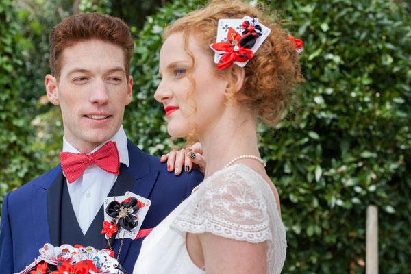 Shooting mariage Reine de coeur-Toulouse-Laure-Sophie Photographie-La mariée en fleur. Bijou de tête et boutonnière marié