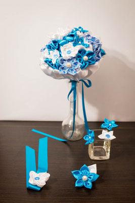 Collection blanche et turquoise La mariée en fleur: bouquet de mariée, bracelets et boutonnières assorties