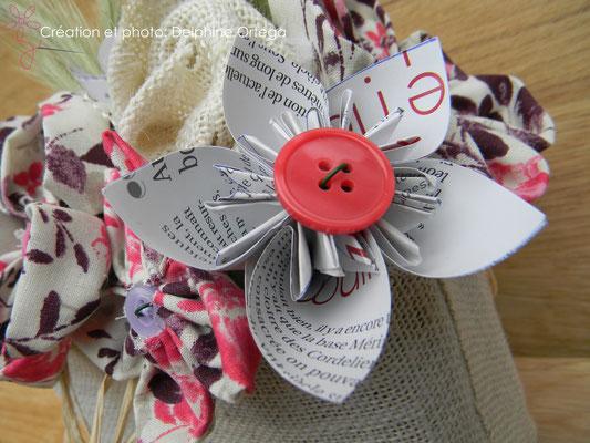 Détail bouquet de mariée original en fleurs éternelles de tissu et papier. Fleur en origami et bouton