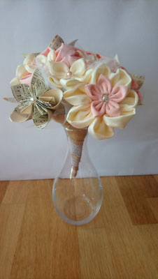 Bouquet de mariée original  en fleurs éternelles en tissu et origami romantique rustique rose poudré et ivoire par La mariée en fleur
