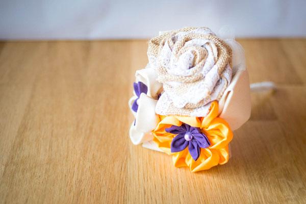 Mini bouquet en tissu orange et violet pour le traditionnel lancer de bouquet ou demoiselle d'honneur