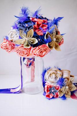 Bouquet de mariée et mini bouquet assorti demoiselle d'honneur en fleurs en tissu et papier, rose et bleu saphir