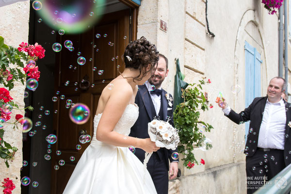 Cindy et Arnaud. Bouquet et accessoires de mariés La mariée en fleur. Ivoire et liège